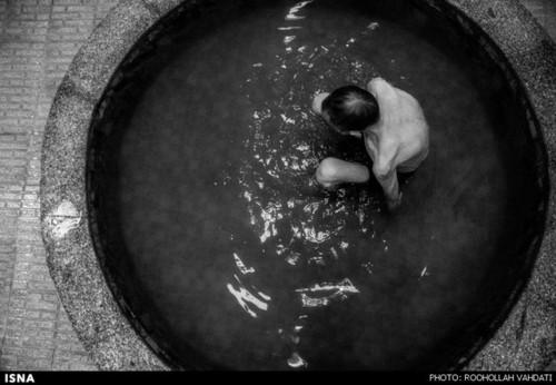 در حمامهای سنتی حوضچههای آب سردی وجود دارد تا هوای گرم این فضاها قابل تحملتر شوند.