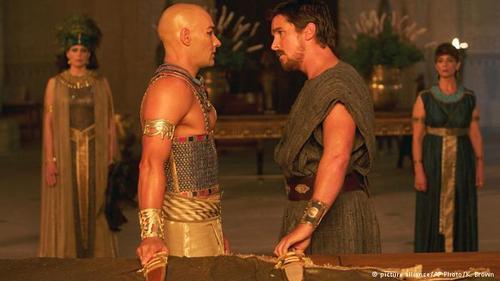 نقش فرعون رامسس دوم، فرمانروای مصر را جوئل ادگرتون بازی میکند.