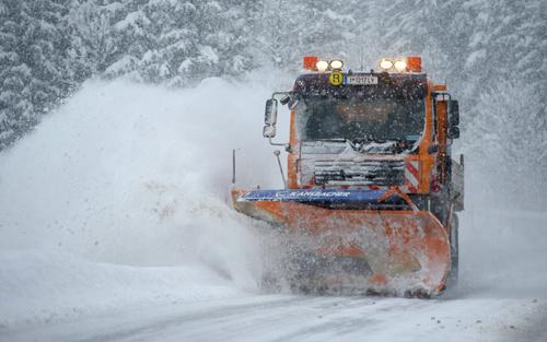 برف روبی از جاده های اتریش