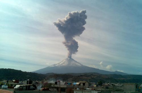 فعالیت یک کوه آتشفشانی در مکزیک