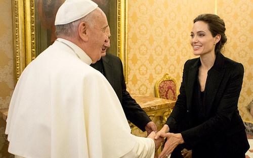 دیدار آنجلینا جولی با پاپ فرانسیس در واتیکان