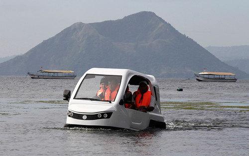 آزمون رانندگی با خودروی سه چرخه آبی خاکی در آب های فیلیپین