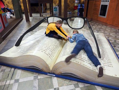 کتابی بزرگ در موزه ای در سن پترز بورگ روسیه