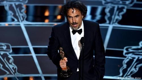 شان پن که تا به حال دوبار برنده اسکار شده، برای اعلام مهمترین جایزه شب که اسکار بهترین فیلم سال است، به روی صحنه آمد. نامزدها فیلمهایی چون: بردمن، پسربچگی، هتل بزرگ بوداپست، بازی تقلید، سلما، تک تیرانداز آمریکایی، تئوری همهچیز و ویپلش بودند و اسکار در نهایت به بردمن رسید.  بن افلک در مراسم اسکار امسال اسم برنده بهترین کارگردانی را گفت و به این ترتیب اسکار به الخاندرو ایناریتو برای فیلم