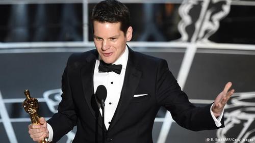 اپرا وینفری نامزدهای بهترین فیلمنانه اقتباسی را معرفی کرد و گراهام مور برای فیلم