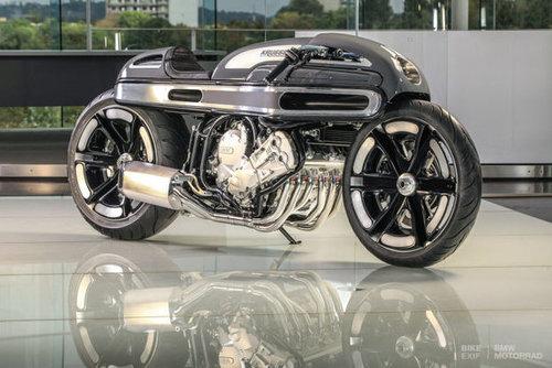 ۱. مدل: NURBS؛ شرکت سازنده: Krugger/ این موتورسیکلت دارای ۶ سیلندر، هفت کامپیوتر، مدهای حرکتی مختلف و چراغ های جلویی قابل تنظیم بوده و از هر نظر یک شاهکار به حساب می آید.