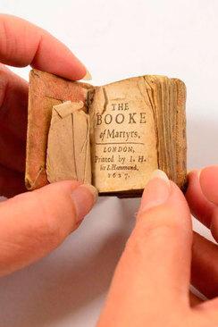 کتابی کوچک از کشته شدگان در سال 1627. این کتاب در حراجی 5000 یورو قیمت گذاری شده است.
