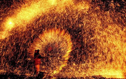 آتش بازی در جشن فانوس در شمال چین
