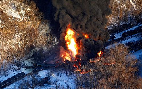 خروج ار ریل و آتش سوزی یک قطار در ایلینوی - آمریکا