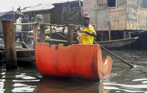 منطقه ماکوکو در لاگوس نیجریه . این شهر مشابه ونیز ایتالیا است