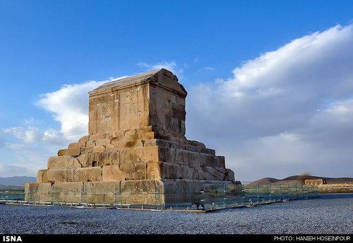 مقبره کورش در پاسارگاد شیراز