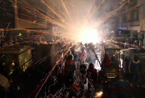 فستیوال آتش بازی در شهر تاینان در جنوب تابوان