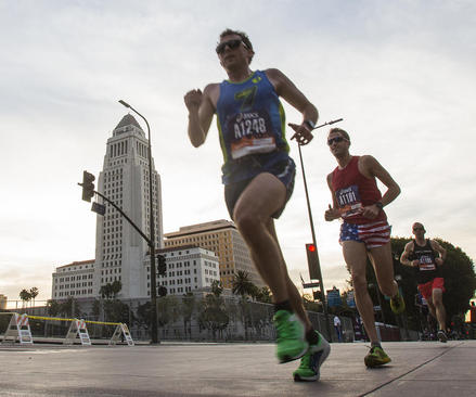 مسابقه دو ماراتون در شهر لس آنجلس ایالت کالیفرنیا آمریکا