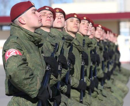 سربازان ارتش روسیه در جلسه تمرینی برای رژه روز پیروزی در مسکو