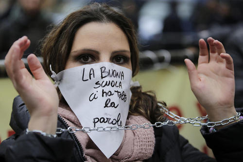 اعتراض معلمان و کارکنان نظام آموزشی ایتالیا در شهر رم