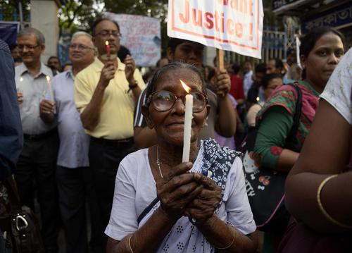 گردهمایی در اعتراض به پدیده آزار جنسی و تجاوز به زنان در شهر کلکته هند