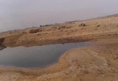 گودال های پر از پساب های آلوده و سمی صنعتی در نزدیک روستاها و شهرها در خوزستان