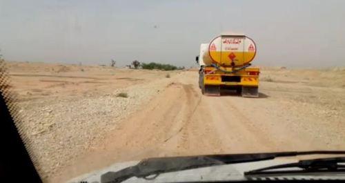تانکر در حال انتقال پساب های آلوده و سمی صنعتی به گودال های نزدیک شهر و روستاها در خوزستان