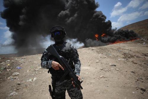 پلیس پاناما 13 تن مواد مخدر کشف شده خود را آتش زد