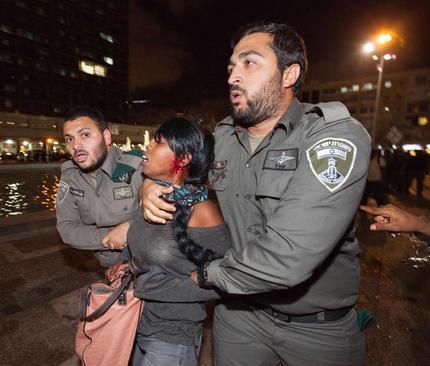 تظاهرات یهودیان اتیوپایی مهاجر به اسراییل در اعتراض به سرکوب خشن پلیس و رفتار نژاد پرستانه پلیس با مهاجران آفریقایی (تل آویو)