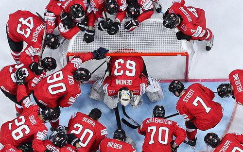 بازی دو تیم ملی هاکی روی یخ سوییس و آلمان در شهر پراگ