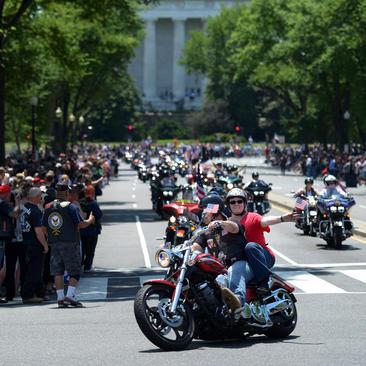 موتور سواری به مناسبت روز بازماندگان جنگ در شهر واشنگتن