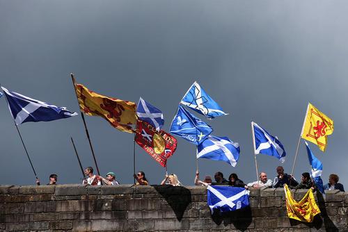 گردهمایی ملی گرایان اسکاتلندی در پل استرلینگ در سالگرد پیروزی اسکاتلند در نبرد پل استرلینگ در سال 1297