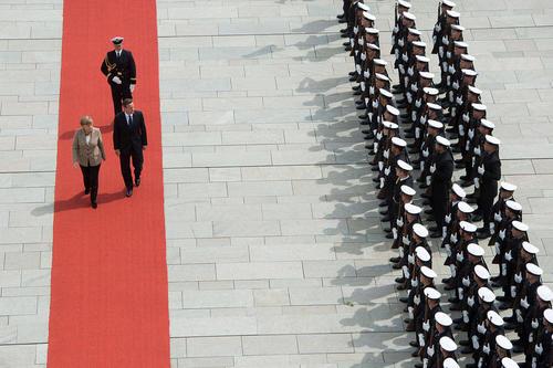 استقبال آنگلا مرکل صدر اعظم آلمان از دیوید کامرون نخست وزیر بریتانیا در برلین