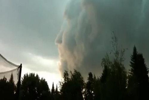 نیو برانزویک: طی طوفانی که در کانادا به وقوع پیوست، طرح یک صورت در میان ابرها پدیدار شد.