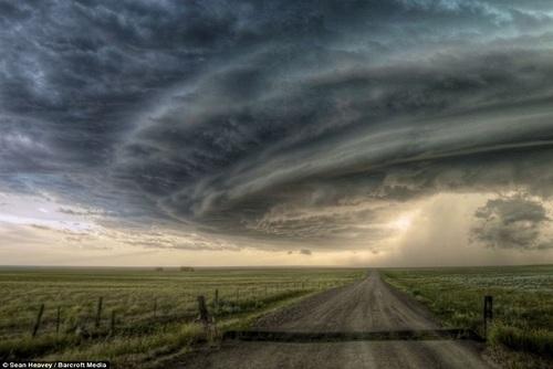 مونتانا: طوفان سوپرسل که بر فراز شهر مونتانا روی داده و نمایی زیبا و البته رعبآور را ایجاد کرده است.