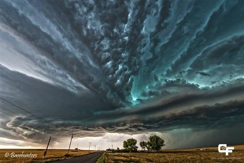 کلرادو: ترکیبی از طوفانها که با هم برخورد کردهاند، جلوه زیبایی به ابرها دادهاند.
