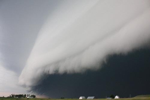 لوا: ابر قفسهای بسیار بزرگ که در جنوب غربی لوا شکل گرفته است.