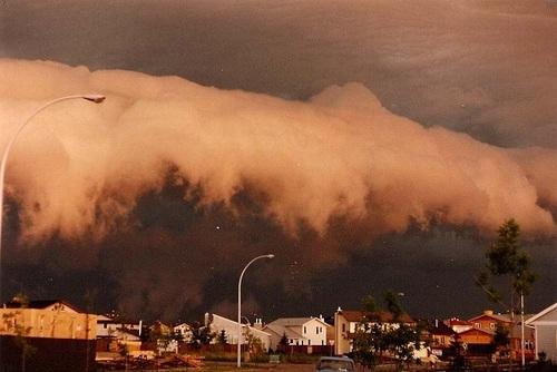 کارولینای شمالی: ابرهای قفسهای ترسناک که در بالای جاده کمپل شکل گرفتهاند.