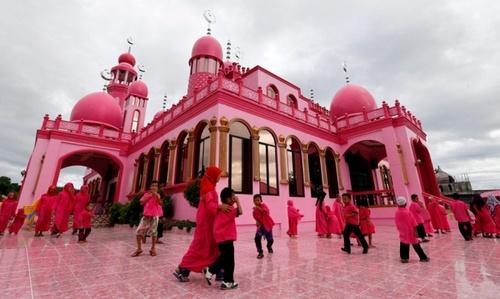 مسجد صورتی در شهر ماگویندانائو فیلیپین