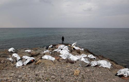 پناهندگان در ساحل ایتالیا بعد از جلوگیری فرانسه از ورود آنها