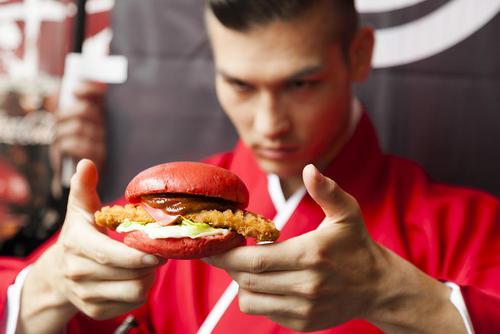 فروش همبرگرهای جدید قرمز در توکیو