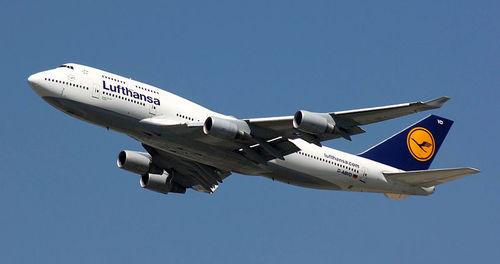 3- شرکت لوفت هانزا - 48.2 میلیون مسافر سال تاسیس: 1955 / تعداد هواپیما: 287 فروند تعداد مقصد: 215 مقصد/ تعداد کارکنان: 118.214 نفر www.lufthansa.com