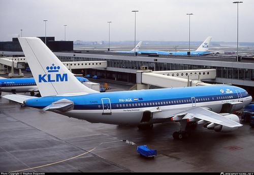 8- شرکت هواپیمایی هلند (کی ال ام هلند) - 27.7 میلیون مسافر سال تاسیس : 1919 میلادی تعداد هواپیما: 176 تعداد کارکنان: 32,505 نفر مقاصد: 128 http://www.klm.com