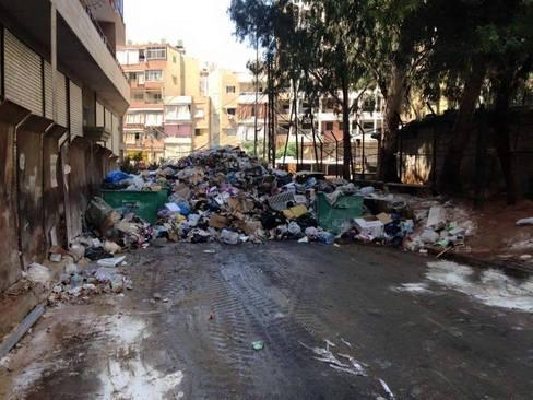 باقی ماندن زباله ها در خیابان های بیروت