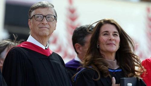 بیل و میلیندا گیتس:  بنیانگذار شرکت «مایکروسافت» بیل گیتس و همسرش میلیندا، در صدر فهرست ثروتمندترین زوج های جهان قرار دارند. ثروت آن ها 85.7 میلیارد دلار برآورد می شود.