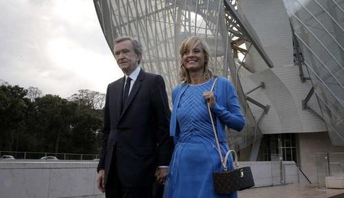 برنار ارنولت و هلن مِرسِر:  ثروت بازرگان فرانسوی برنار ارنولت و همسر دومش هلن مِرسِر حدود 38.7 میلیارد دلارب برآورد می شود؛ اندوخته ای که آن ها را در رتبه هشتم ثروتمندترین زوج های جهان قرار می دهد.