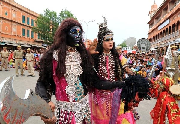 جشنواره آیینی هندوها در شهر جیپور در استان راجستان هند