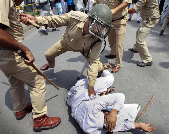 درگیری پلیس هند با جدایی خواهان در کشمیر