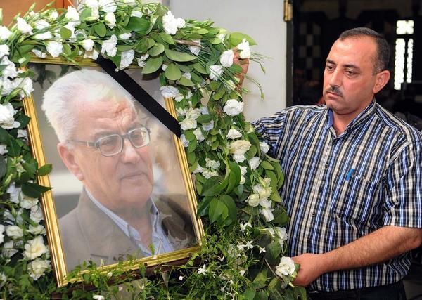 محمد الاسعد فرزند خالد الاسعد باستان شناس برجسته سوری که به دست داعش کشته شد در مراسم ترحیم پدرش در دمشق
