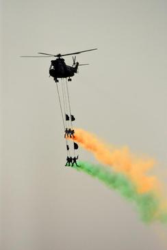 تمرین ها و مانورهای نظامی ارتش پاکستان در پنجاهمین سالروز دفاع ملی این کشور - اسلام آباد