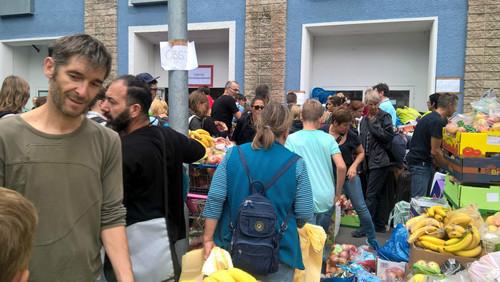 جمع آوری آب و غذا از سوی مردم آلمان برای مهاجران خارجی