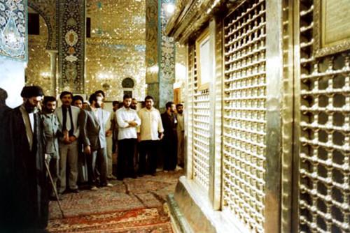 تشرف حضرت آیتالله خامنهای به حرم حضرت زینب کبری (سلاماللهعلیها)