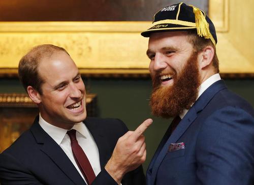 شوخی پرنس ویلیام نوه ملکه بریتانیا با ریش بلند