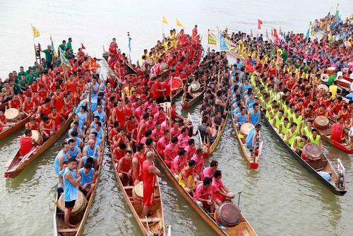 مسابقات سنتی قایقرانی در لیوژو چین