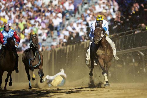 سرنگون شدن سوار کار از اسب در جریان مسابقات سوار کاری در آستی ایتالیا